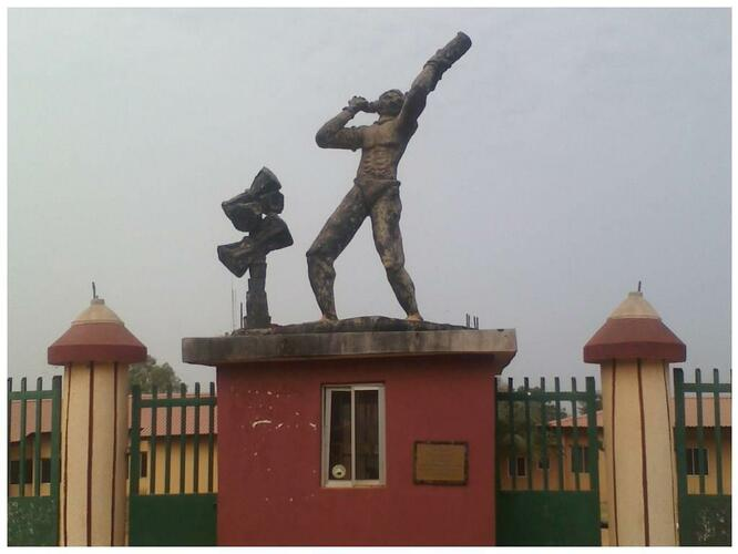 The statue of a trumpeter